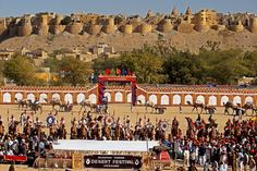 #Jaisalmer inspires a striking picture of sheer enchantment and splendor of the #desert. Local shading and warmth beat the ungracious and disallowing tract, instilling the medieval city with an uncommon enchantment.