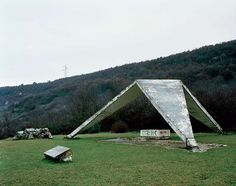 These structures were commissioned by former Yugoslavian president Josip Broz Tito in the 1960s and 70s to commemorate sites where WWII battles took place (like Tjentište, Kozara and Kadinjača), or where concentration camps stood (like Jasenovac and Niš). They were designed by different sculptors (Dušan Džamonja, Vojin Bakić, Miodrag Živković, Jordan and Iskra Grabul, to name a few) and architects (Bogdan Bogdanović, Gradimir Medaković...), co...