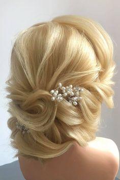 Fotogalerie svatebních účesů pro nevěsty. Svatební účesy pro blondýnky, tmavovlásky. Účesy polodlouhé vlasy, dlouhé vlasy, krátké vlasy, rozpuštěné vlasy. Praha, Hair Styles, Fashion, Cute Hairstyles, Moda, La Mode, Hair Looks, Fasion, Hair Cuts