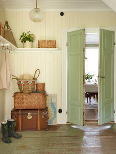 I love this color scheme. Swedish Cottage, Cozy Cottage, Cottage Style, Swedish Kitchen, Swedish Decor, Vibeke Design, Interior And Exterior, Interior Design, Country Decor