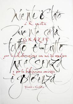 L'omaggio calligrafico serve a dare un tocco di personalità a qualsiasi oggetto. Per rendere unica una bomboniera, un quaderno fatto a mano, una preghiera o altri oggetti con scritte calligrafate su qualsiasi supporto.