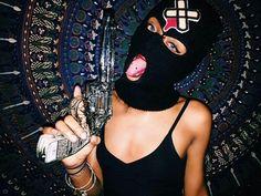Girl wearing a ski mask & holding a gun Mode Gangster, Estilo Gangster, Gangster Girl, Badass Aesthetic, Bad Girl Aesthetic, Spiderman Tattoo, Fille Gangsta, Thug Girl, Toddler Girls