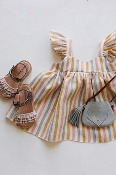 Ruffles Sandal - Dream Nude How cute is this little outfit for girls? Our Ruffles Sandals for kids in Dream Nude in perfect company! Would love to hear how you would style this chic and feminine children sandals? Photo and styling by Outfits Niños, Baby Outfits, Toddler Outfits, Toddler Shoes, Summer Outfits, Fashion Kids, Baby Girl Fashion, Korean Fashion, Kids Outfits Girls