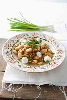 Walnuss-Gnocchi mit Mozzarella und Frühlingszwiebeln | http://eatsmarter.de/rezepte/walnuss-gnocchi-mit-mozzarella-und-fruehlingszwiebeln