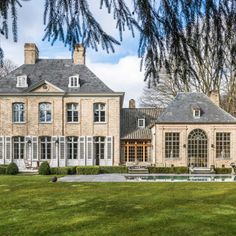 Una casa ispirata al XVIII secolo German Architecture, Classical Architecture, Architecture Plan, Dream House Plans, House Floor Plans, Architecture Classique, French Provincial Home, Country Home Exteriors, French Style Homes