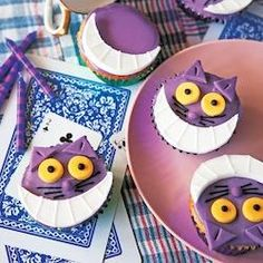 Cheshire Cat Cupcakes | Cheshire cat cupcakes add a whimsical feel to any party.  The cat face are made out of fondant, a sculpting sugar paste, that can be purchased at a cake decorating store and most craft stores.