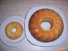 cukr, rozehřátý tuk a 4 žloutky utřít, přidat tvaroh, pak mouka s kypřícím práškem a nakonec sníh ze...
