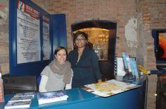 Il punto di accoglienza dell'ufficio IAT con Annalisa e Tania
