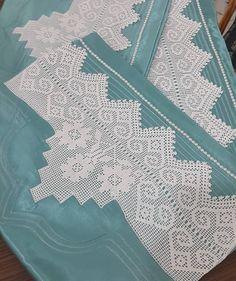 255 отметок «Нравится», 1 комментариев — Ayşe Bastem Irmak (@beyza_ceyiz) в Instagram: «Mutlu bir pazar dileğiyle...💖💖💖» Quilts, Blanket, Crochet, Quilt Sets, Ganchillo, Blankets, Log Cabin Quilts, Cover, Crocheting