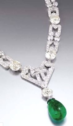 Art Deco Emerald And Diamond Necklace By Chaumet Mounted In Platinum And Gold c.1930