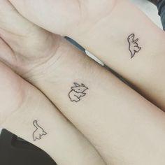 Dinosaur lovers will appreciate these 27 fantastic .- Dinosaurier-Liebhaber werden sich über diese 27 fantastischen Tattoo-Ideen freu… Dinosaur lovers will be pleased with these 27 fantastic tattoo ideas – lovers - Mini Tattoos, Dainty Tattoos, Pretty Tattoos, Cute Tattoos, Body Art Tattoos, Forearm Tattoos, Awesome Tattoos, Tatoos, Small Bff Tattoos