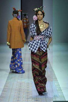 Collezione Stella Jean Primavera-Estate 2014  (Foto 6/40) | Stylosophy Ghana Fashion, African Fashion, Stella Jean, Spring Summer, Summer 2014, Fashion Beauty, Beauty Style, Mix Match, Giorgio Armani