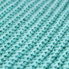 How to make a ribbed knitted effect with crochet // close-up