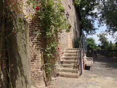 Der romantische Innenhof der Burg Bubenheim.