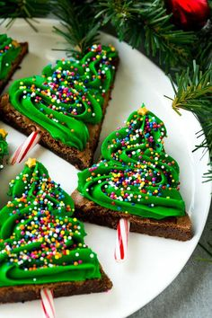90 Best Christmas Desserts - Easy Recipes for Holiday Desserts Best Christmas Desserts, Christmas Cooking, Christmas Treats, Christmas Pies, Holiday Pies, Holiday Cupcakes, Christmas Holiday, Xmas, Christmas Tree Brownies