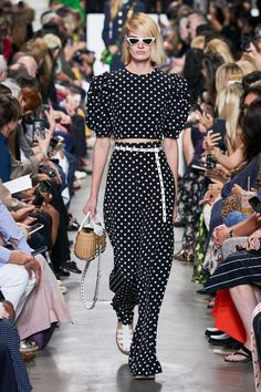 Michael Kors Collection Spring 2020 Ready-to-Wear Fashion Show - Vogue Fashion Week, Fashion 2020, New York Fashion, Runway Fashion, Sporty Fashion, Men's Fashion, Michael Kors Collection, Spring Street Style, Sporty Style
