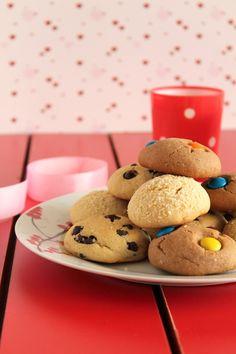 Αυτά τα μπισκότα με 3 υλικά, φτιάχνονται με ζαχαρούχο γάλα, βούτυρο και αλεύρι που φουσκώνει μόνο του. Είναι εύκολα, γρήγορα και επιδέχονται αμέτρητες παραλλαγές.