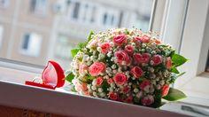 بوكيه ورد احمر مع خاتم زفاف