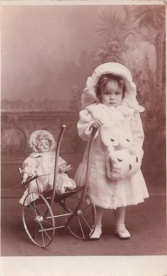 Winter girl with doll. Beautiful little girl dressed up for the winter and her fine German bisque head doll. Vintage Kids Fashion, Vintage Children Photos, Images Vintage, Vintage Girls, Vintage Pictures, Vintage Photographs, Vintage Toys, Little Girl Dress Up, Little Doll