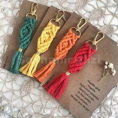 Mustafa Aren Hoşgeldin, Toprak damlı coğrafyamın Kavruk tenli çocuğu. Macrame Art, Macrame Projects, Macrame Knots, Macrame Earrings, Macrame Jewelry, Tarjetas Diy, Crochet Round, Learn To Crochet, Diy Crafts To Sell