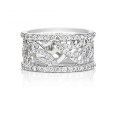 The most recent collection from #DeBeersDiamondJewellers celebrates the beauty of light. Give the gift of this beauty with the Aria Full Pavé Band. The swirlling lines of diamond pavé in this band have been carefully crafted over two layers of white gold, mimicking the motion of our #AriaCollection motif.