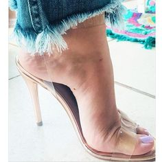 🌺 @sonjahieny 🌺 @betooshoes #bomtarde#unhas#nails#toes#beach#sp#dj#jp#pies#piedi#job#gyn#digital#legs#model#fahsion#goiania#bsb#feet#soles#trip#rio#colors#fetish#car#black#design#arch#spa#pic