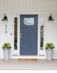 Elegant front door design ideas for your house 21 ROUNDECOR Exterior Door Colors, Front Door Paint Colors, Painted Front Doors, House Paint Exterior, Exterior Design, Blue Front Doors, Front Door Side Windows, Painted Exterior Doors, Blue Doors