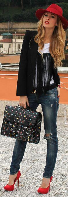 Jeans, great bag.....& a hat! (No me gusta la polera, pero lo demás está buenisimo)