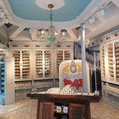 A loja da @fabricadasenguias na Rua da Prata é fantástica! Eels factory amazing shop in Rua da Prata! The brand established in 1942. #gourmetfood #toplocations #lisbon #lisboa #lisbonne #lissabon #realestate #realestateagent #fabricadasenguias