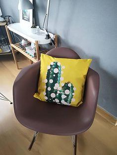 Design Cactus yellow pillow lifestyle cushion retro Indoor