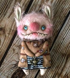 I love this little creature! Ugly Dolls, Creepy Dolls, Monster Toys, Monster High Dolls, Soft Sculpture, Textile Sculpture, Voodoo Dolls, Creepy Cute, Soft Dolls