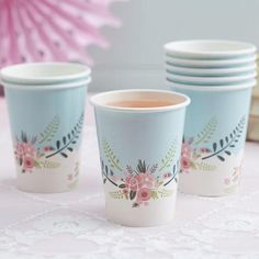 Beautiful floral design and pastel blue paper cups.Fancy Floral Paper Cups - Beautiful floral design and pastel blue paper cups.Fancy Floral Paper Cups - Beautiful floral design and pastel blue paper cups. Sweet Party, Fancy Party, Blue Party, Balloon Decorations Party, Baby Shower Decorations, Party Cups, Tea Party, Paper Cup Design, Bridal Shower Favors Diy