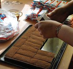 Tort Felia de lapte fara coacere | Retete culinare cu Laura Sava - Cele mai bune retete pentru intreaga familie Mai, Cookies, Desserts, Food, Sweets, Crack Crackers, Tailgate Desserts, Deserts, Biscuits