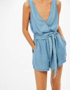 Short strappy Tencel jumpsuit with belt | Bershka #jumpsuit #short #tencel #summer #woman #bershka