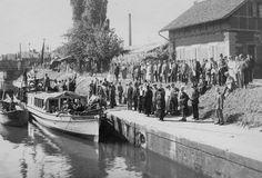 Personenboot Neckar in der Wilhelmschleuse in Heilbronn. Aufnahme aus dem Jahr 1930.