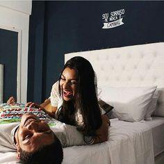 """Alegria do casal fofo do blog @morandojunto Amamos essa foto  Na foto nosso adesivo decorativo """"Seu sorriso me indica o caminho"""" da nossa coleção Desabafos. Confira no site www.modedeco.com.br"""