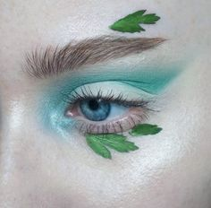 Yessss... Wild, free, passionate, beautiful forest elf... Real mystical beauty! This green color... I can't take my eyes! And the leaves... Magnificent! I really love this makeup! It touches me!