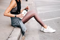 Woman Wearing Athleisure Workout Outfit Alo Black Tank Nike Mauve Leggings Adidas EdgeBounce Running Shoes Hydro Flask Water Bottle Apple Watch Fashio… - All About Nike Leggings, Active Wear For Women, Women Wear, Cool Outfits, Fashion Outfits, Style Fashion, Apple Watch Fashion, Outfits Spring, Mauve
