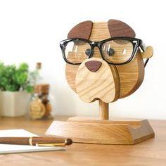 """いざというときに見つからないと困るアイテムのひとつ""""メガネ""""。そんなメガネの置き忘れを防いでくれる、かわいくて実用的なメガネスタンドが登場。"""