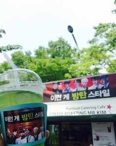 BTS Official Tweet -- 150705 #이런게방탄스타일 방탄소년단이 아미들을 위해 준비한 특별한 선물! 본방&미니팬미팅 기다리면서 음료 한 잔 하고 가세요 총총총 (교환권 꼭 지참!) *1차 : 1시~3시 *2차 : 팬미팅 종료 후~8시까지 -- [tran] #ThisIsBangtanStyle BTS prepared a special present for ARMYs! If you're waiting for the broadcast&mini-fanmeeting, please stop by for a drink. Hurry hurry hurry (You must bring your exchange ticket!) *Round1 : 1 o'clock~3 o'clock *Round2 : After the end of the fan-meeting~until 8 o'clock Trans cr; Mary @ bts-trans