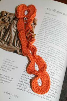 Marcador de livro mocho - Marcador de livro feito em crochet com fio de algodão e aplicação de um mini mocho.
