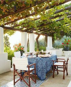 Mit Wein bepflanzte Pergola einer italienischen Villa am Meer - Urlaub pur! pergola vines HOUSE TOUR: A Magical Italian Villa Stuns Inside And Out Outdoor Rooms, Outdoor Dining, Outdoor Seating, Dining Area, Outdoor Areas, Outdoor Kitchens, Outside Seating Area, Ikea Outdoor, Outdoor Tablecloth