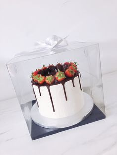 Cake Boxes Packaging, Bakery Packaging, Pretty Cakes, Cute Cakes, Cake Decorating Amazing, Food Business Ideas, Valentines Baking, Bolo Cake, Kawaii Dessert