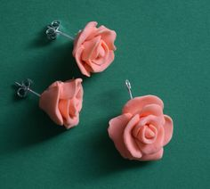 rose charm with earrings. Polymer Clay, Stud Earrings, Cat, Rose, How To Make, Jewelry, Jewellery Making, Ear Studs, Jewelery