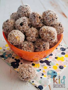 Blueberry no bake snack bites, easy dairy free recipe, perfect for snacks, lunchboxes and even for a yummy breakfast snack! Breakfast Snacks, Lunch Snacks, Vegan Snacks, School Snacks, Breakfast Time, Cooking With Kids Easy, Healthy Snacks For Kids, Healthy Treats, Lunch Box Recipes