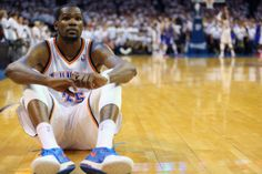 Kevin Durant couldn't stand to watch the Russell Westbrook free throws that would tie, win Game 5 (Photo)
