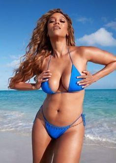 Tyra Banks for Sports Illustrated Swimsuit Edition 2019 Bikini Sexy, Sport Bikini, Blue Bikini, Mädchen In Bikinis, Bikini Swimwear, Swimsuits, Summer Swimwear, Swimsuit Edition, Si Swimsuit