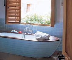 This a gorgeous. A boat bath tub. It's like having your own personal cris craft right in your bathroom.