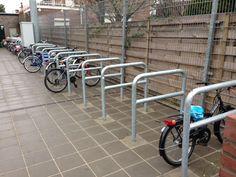 Berg- en fietsparkeerruimte op het schoolplein?