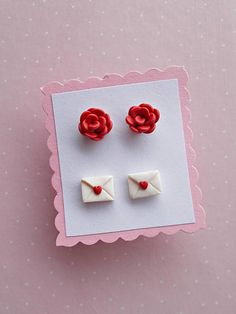 Valentines Earrings Set – Cute Valentines Day Gift for her – Red Rose Earrings – Valentine's Gift for Girlfriend Wife Mom – The Unique Valentine's Day Gifts Polymer Clay Charms, Polymer Clay Projects, Polymer Clay Earrings, Clay Crafts, Valentines Day Gifts For Friends, Valentine Gifts For Girlfriend, Valentines Day Gifts For Her, Biscuit, Clay Creations